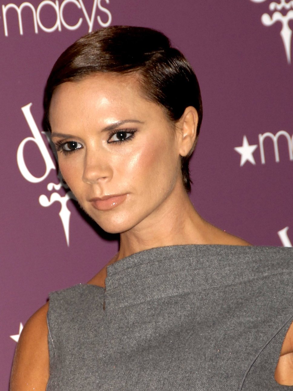 Victoria Beckham's Hairstyles: Short Cuts and Beyond - ELLE